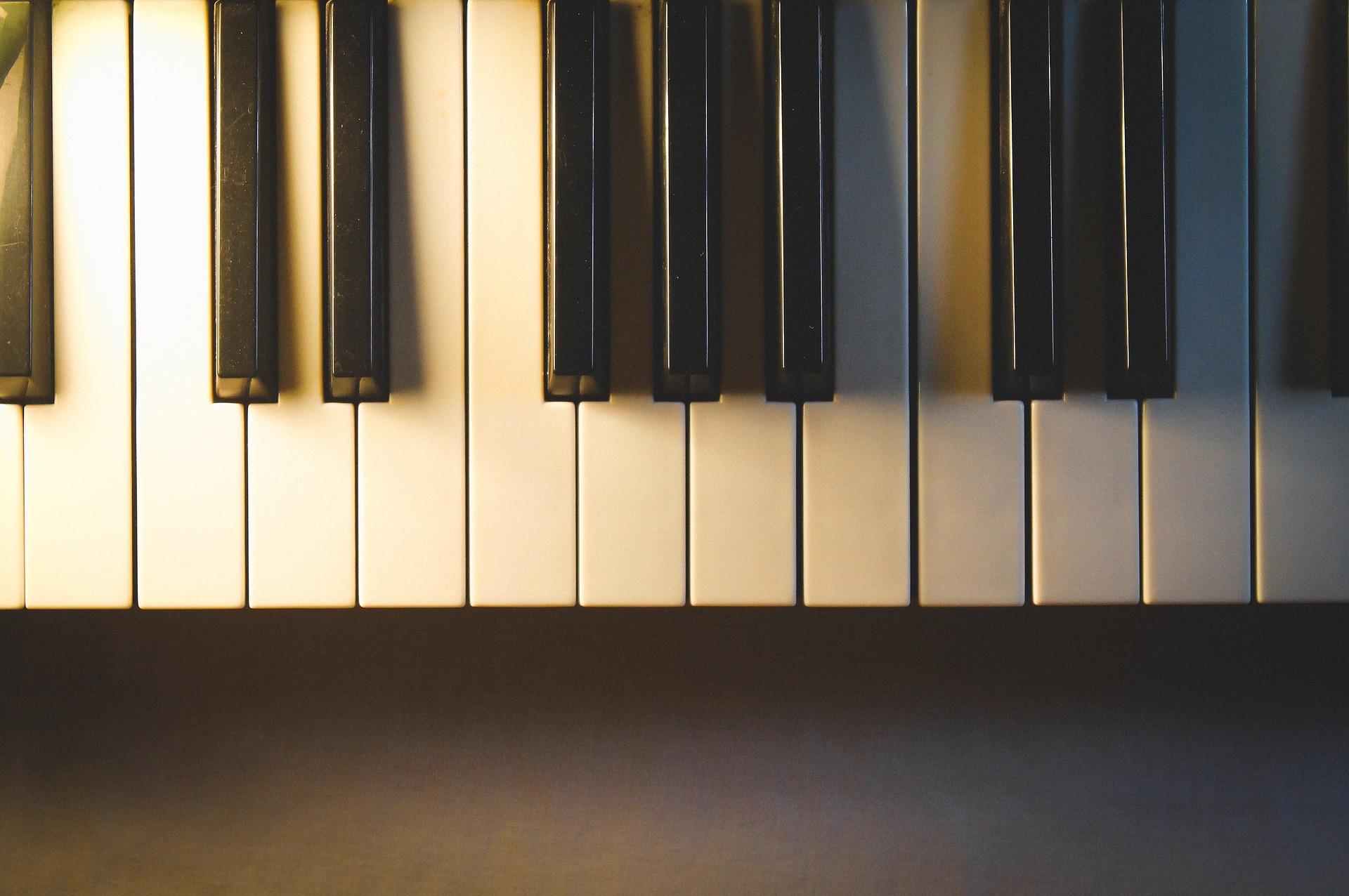 Convocatoria – Asistente de grabación de disco para piano y voz